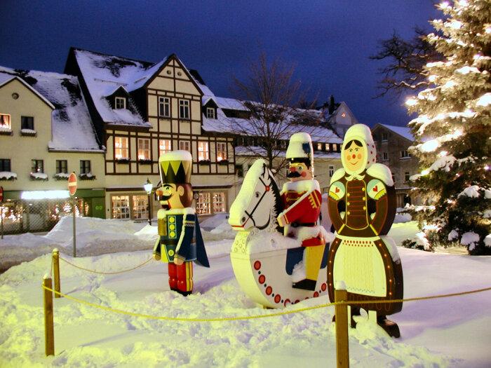 winterliche marktfiguren in olbernhau erzgebirge. Black Bedroom Furniture Sets. Home Design Ideas